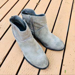 Steve Madden Milaan Suede Boots